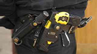 Increase in Met officers with Taser weapons